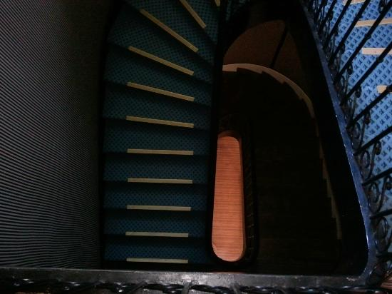 Hotel La Chapelle St-Martin: View looking down circular staircase!