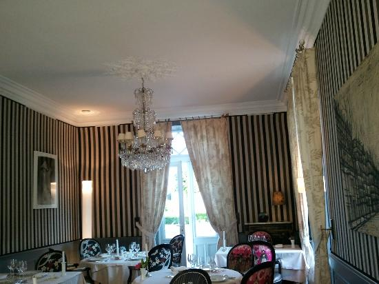 Hotel La Chapelle St-Martin: Interior dining room view