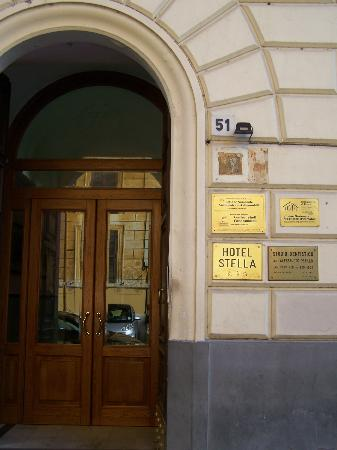Hotel Stella: Door to Stella Hotel