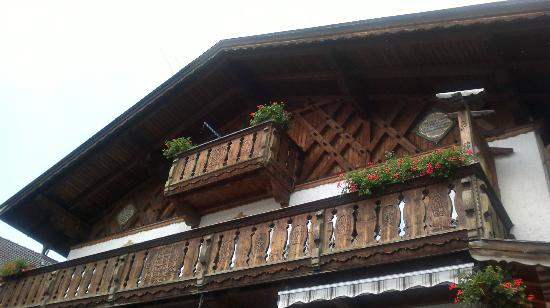 Haus Felsenfest: ganz oben unser Balkon :-)