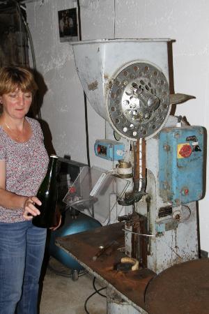 Champagne Domi Moreau: Nathalie doing a demo