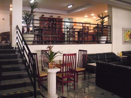 Minas Garden Hotel : Hall de entrada do restaurante