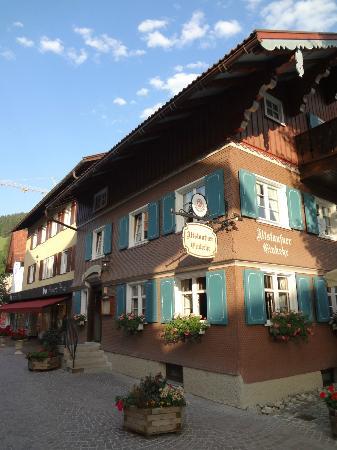 Altstaufner Einkehr: Exterior of the restaurant