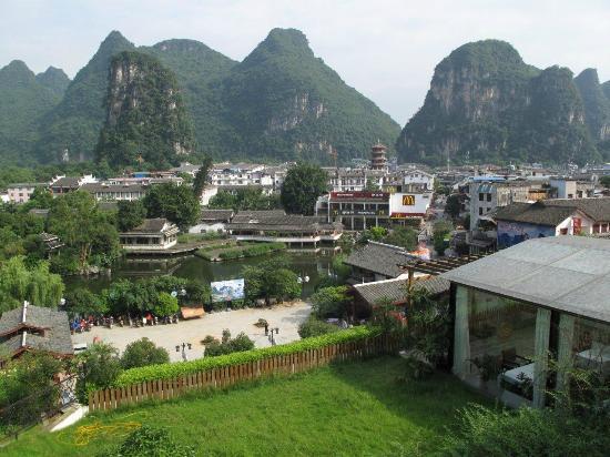 Zhenmei Holiday Hotel Guilin Yangshuo Aiyuan: Blick von der Dachterasse