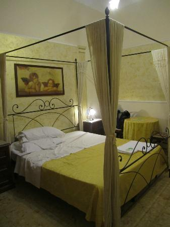 Trastevere Terrace Suites: the room