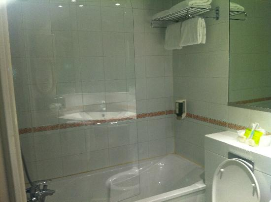 Fertel Maillot: bathroom