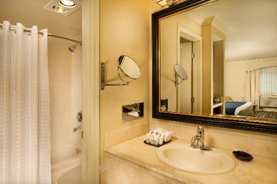Best Western Premier Plaza Hotel & Conference Center: Standard Bathroom
