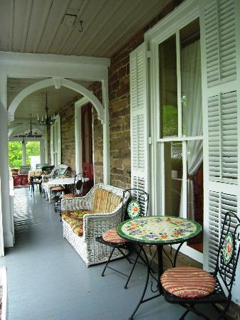 ‪‪Woolverton Inn‬: Porch, breakfast just inside coffee out early‬
