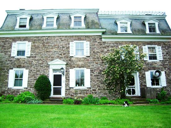 Woolverton Inn: front of house