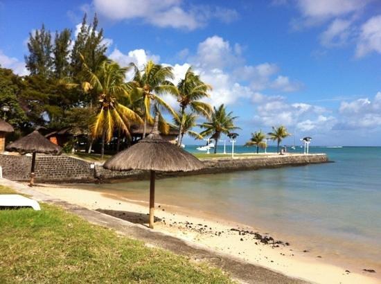 plage de l 39 h tel picture of mont choisy coral azur beach. Black Bedroom Furniture Sets. Home Design Ideas