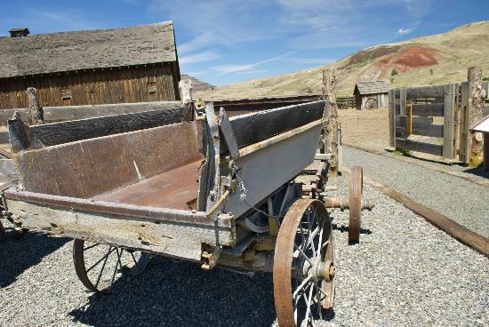 John Day Fossil Beds National Monument: James Cant Ranch On the way to the barn