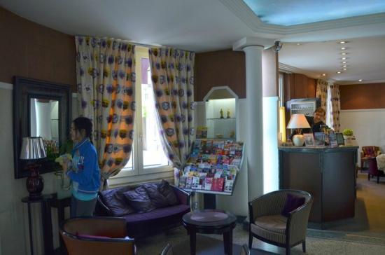 Hôtel Virgina : Hotel Lobby