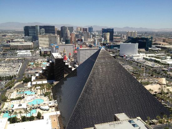 Luxor from Mix Bar At top of mandalay bay - Picture of ...