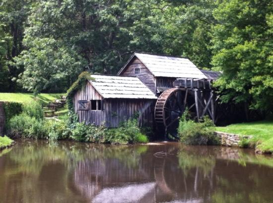 Rocky Knob Cabins: Nearby Mabry Mill, Virginia