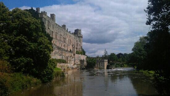 Rose and Crown: Warwick castle