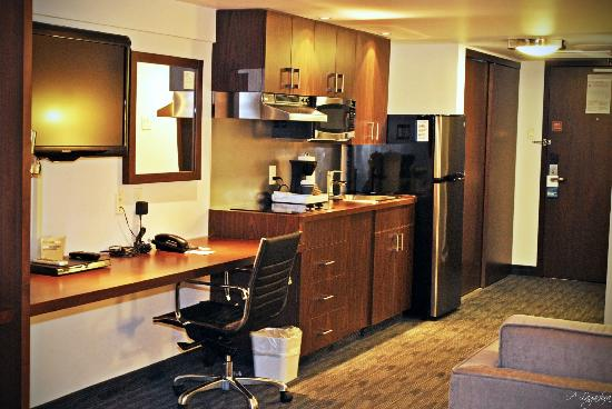 Four Points by Sheraton Winnipeg International Airport : Modern Suite