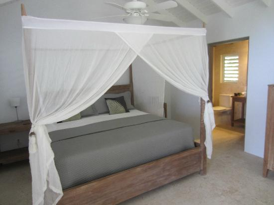 Cooper Island Beach Club: bed from room number 10
