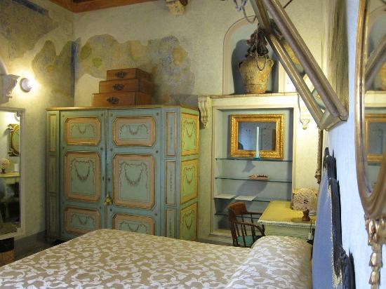 Relais Grand Tour: mirrors suite interior