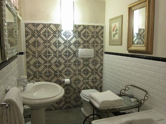 Relais Grand Tour: bathroom interior