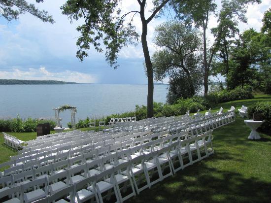 A wedding on the Grey Rock lawn