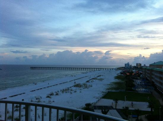 Hilton Pensacola Beach: The lovely view from our suite balcony
