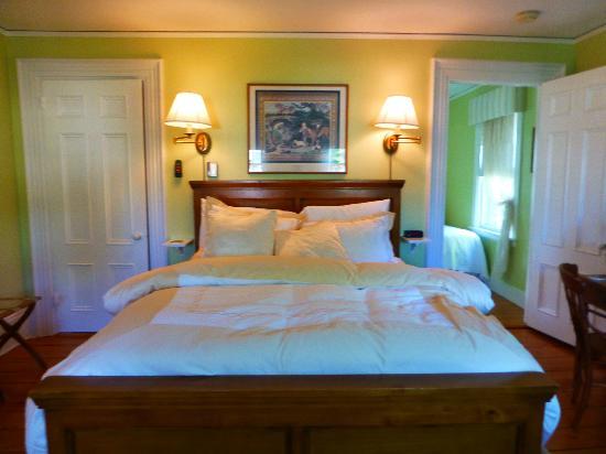 Abigail's Inn: John & Abigail Adams Suite