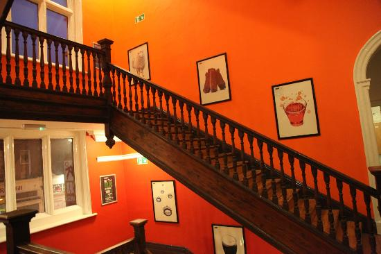 Kinlay House: Escaleras!