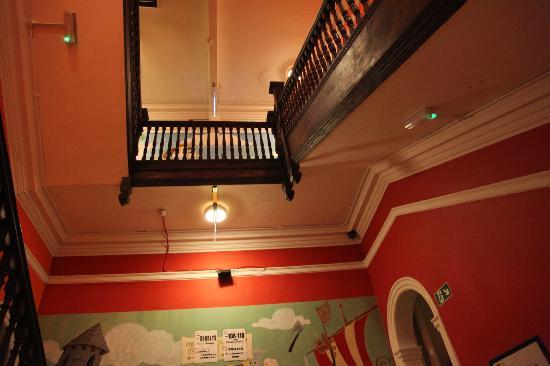 Kinlay House: Escaleras y techo!