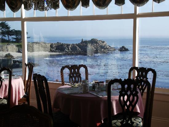 Seven Gables Inn: Breakfast with a view.