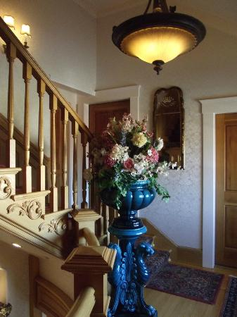 Seven Gables Inn: Stairway to our room, Beach House
