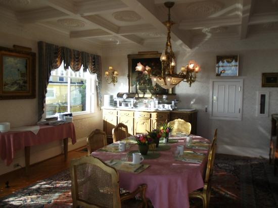 Seven Gables Inn: Breakfast Area, Main House