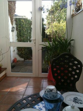 Donnybrook Hall Hotel: door to the garden