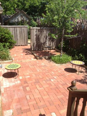 The Flying Carpet Cafe: Patio