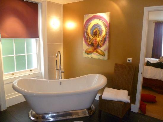 Bijou Abode - Chaucer House: Big tub!