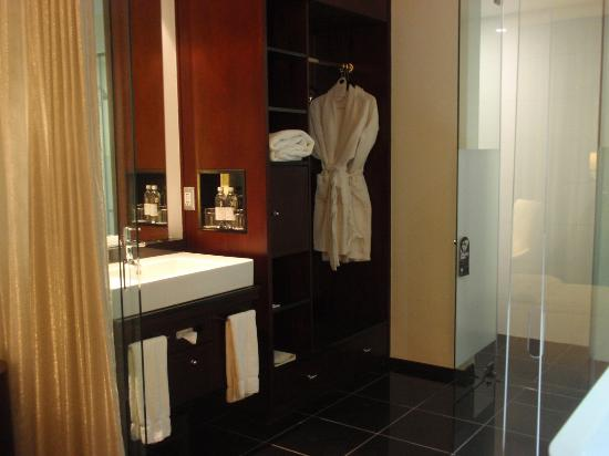DaVinci Hotel and Suites: Baño