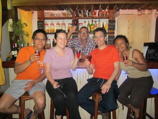 Hotel Les Hauts Manguiers a Nosy Be: convivialité au restaurant