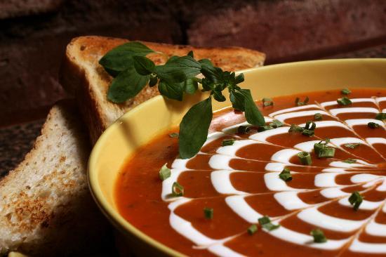 Soppabaari: Tomato soup with Chevre