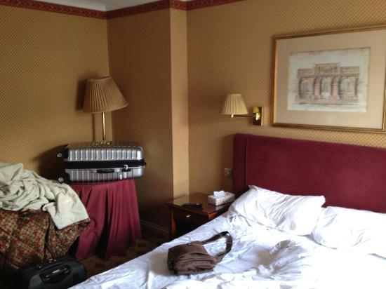 London Lodge Hotel: Kein Platz, alt und heruntergekommen