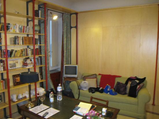 Casa Howard Guest House: The Library