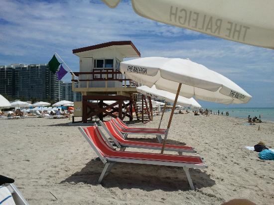 The Raleigh Miami Beach: Retro beach chairs