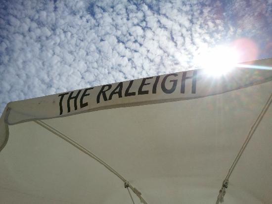 The Raleigh Miami Beach: Umbrellas are a must-do!