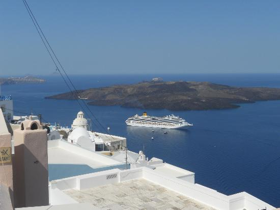 Zacharakis Studios: Magnificent view from Thira