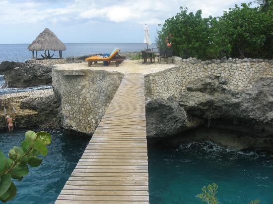 Tensing Pen Resort: Bridge over beautiful waters