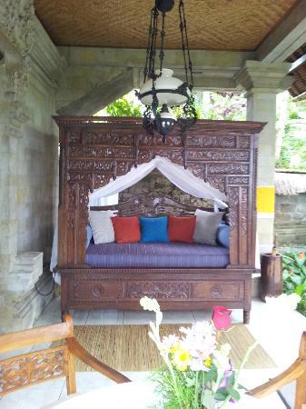 Alam Jiwa: 'Angsa' Balcony Day Bed