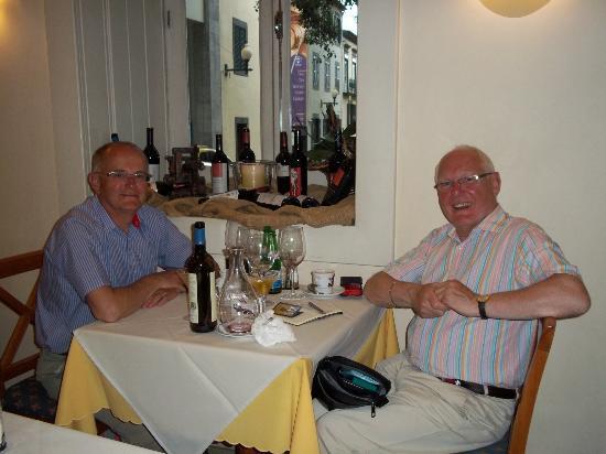 Restaurante Dos Combatentes : Two Happy Fellows