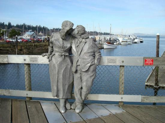 Olympia, WA: Richard Beyer's Kissing Couple Statue
