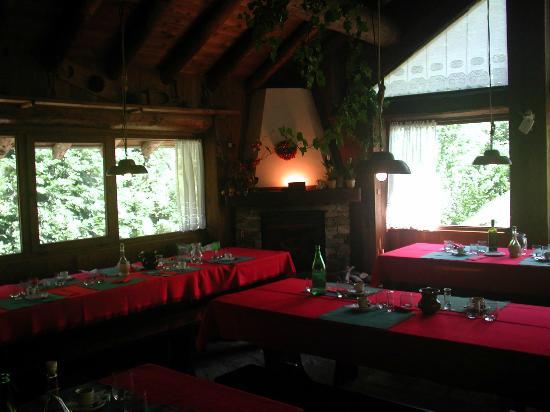 Rassa, إيطاليا: Interno del ristorante