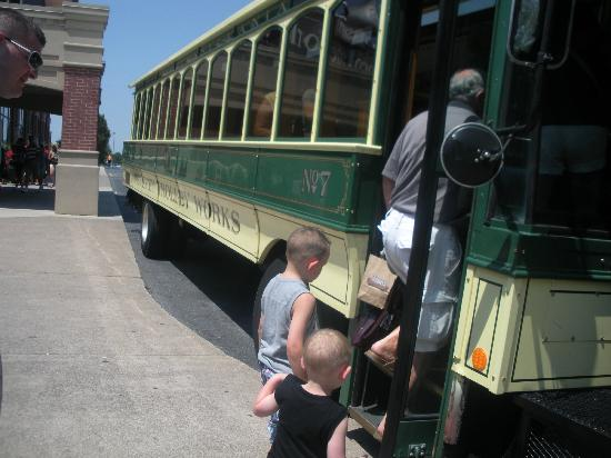 Hershey Trolley Works: Getting onto the trolley