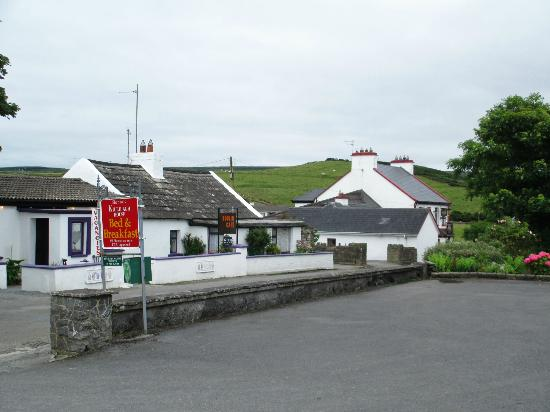 ‪‪Killilagh House‬: Cafe and pub across street