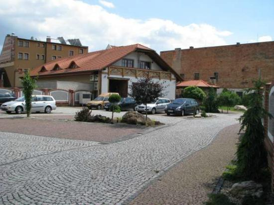 Hotel Katharein: Hotel rear and parking lot.